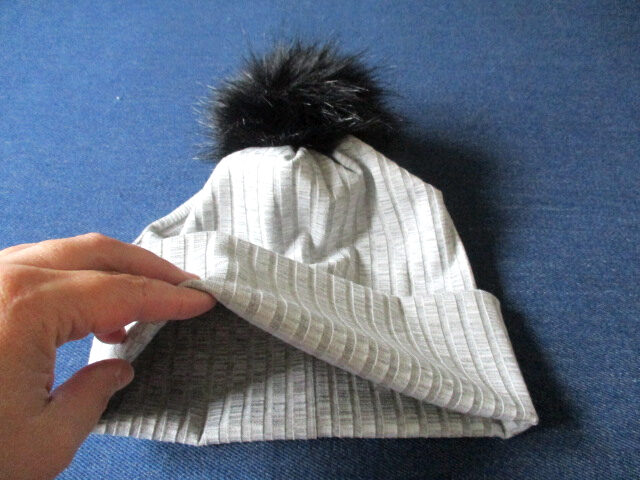 slouchy jersey beanie hat with a pom-pom for winter, sewing pattern pdf + photo tutorial, adult to baby, (10 sizes)